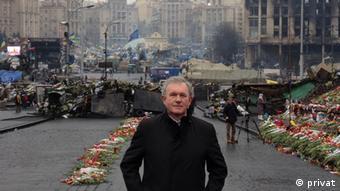 Dr. Otto Hieber, Chef der Quarzwerke GmbH auf dem Maidanplatz in Kiew. (Foto: Privat)
