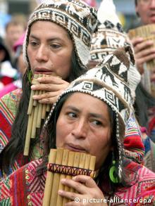 En la última década, han surgido muchos grupos que tocan la flauta de Pan en Latinoamérica.