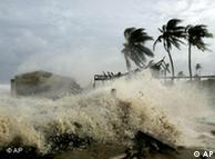 Huracán arremete sobre costas cubanas, en 2005.