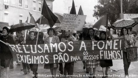 Manifestação de mulheres em Portugal durante a década de 1970