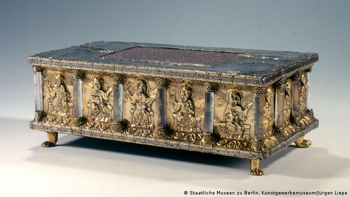 Portable altar with crystal columns. Copyright: Staatliche Museen zu Berlin