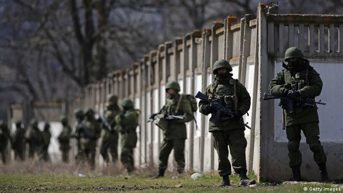 Perevalnoe Ukraine Russische Soldaten umstellen Armebasis der Ukraine