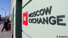 Russland Wirtschaft Börse in Moskau Logo Gebäude
