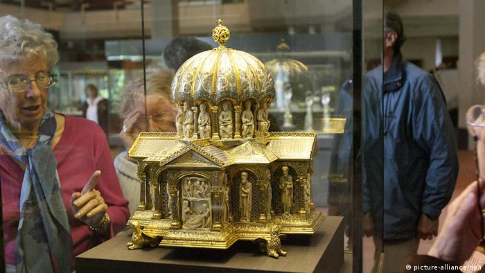 Portion of the Guelph Treasure at the Kunstgewerbemuseum in Berlin, Copyright: picture-alliance/dpa