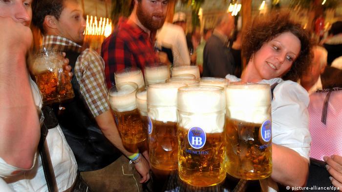 В каждой кружке - литр пива