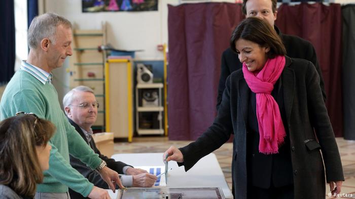 Anne Hidalgo, current Paris city deputy mayor and Socialist Party candidate in the forthcoming mayoral election, casts her ballot in Paris, March 23, 2014.