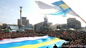 A scene of a mass protest in Kyiv (Photo: EPA/SERGEY DOLZHENKO)