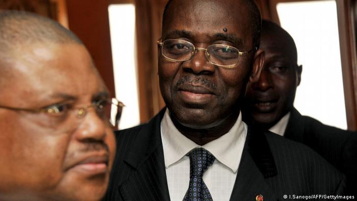 Le Premier ministre sortant André Nzapayéké n'a passé que six mois à la tête de la Primature
