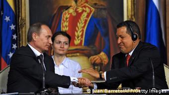 Putin ya había viajado a Latinoamérica en 2010, pero no como presidente de Rusia. En esta foto se le ve junto al difunto líder venezolano Hugo Chávez.