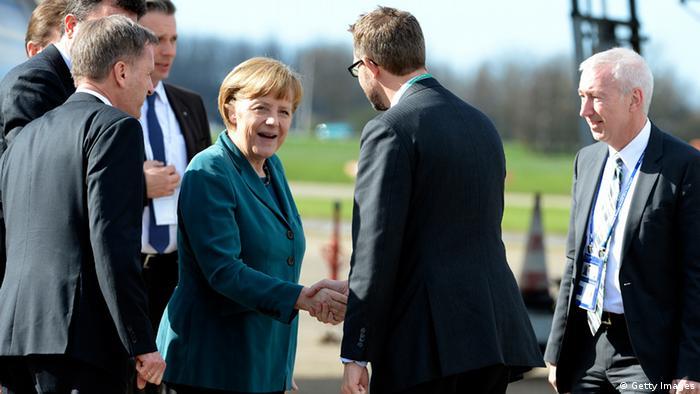 Ангела Меркель по прибытии в Гаагу