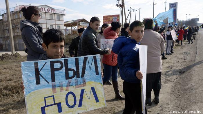 Eine Protestaktion von Krimtataren am 14 März 2014.