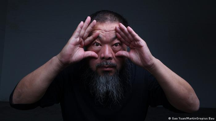Ai Weiwei opening his eyes with his hands, Copyright: Gao Yuan - MartinGropius Bau