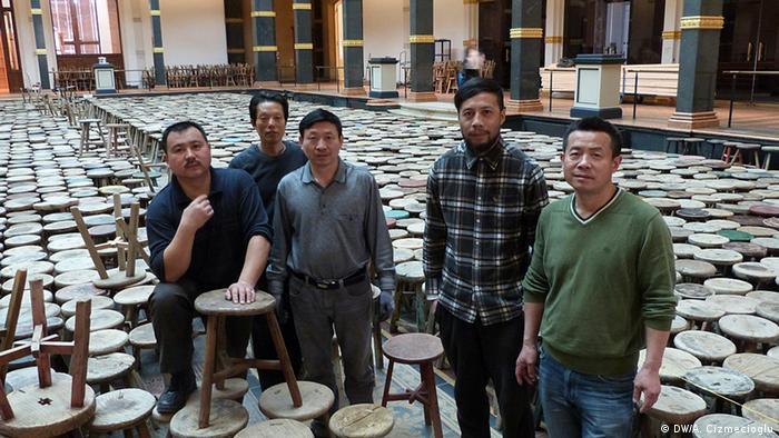 Ai Weiwei's team setting up the exhibition in Berlin, Copyright: DW/A. Cizmecioglu