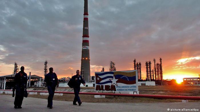 Maduro ha decidido recortar en un 50 por ciento el envío de petróleo a Cuba.