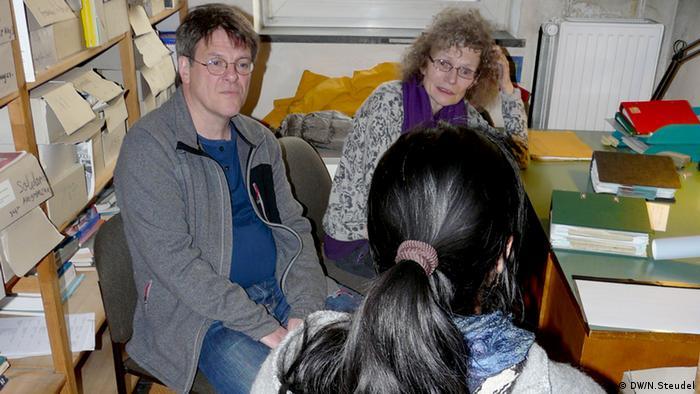Sigrid Becker-Wirth und Ulrich Kortmann mit MediNetz-Patientin - (Foto: Nastasja Steudel/DW)