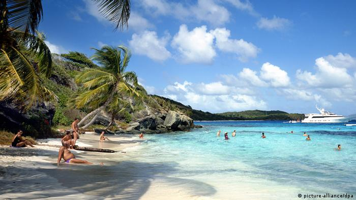 Grenada Karibik Strand (picture-alliance/dpa)