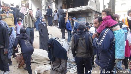 Menschen im Yarmouk Camp bei Damascus in Syrien