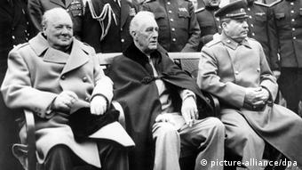 Jalta 1945: (v.l.n.r) Winston Churchill, Franklin D. Roosevelt und Josef Stalin (Fotot: dpa - Bildfunk) pixel