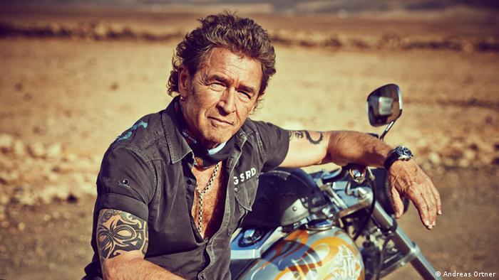 Peter Maffay sitzt auf einem Motorrad (Andreas Ortner)