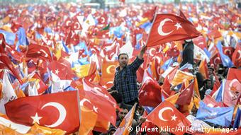 AKP Kundgebung in Istanbul am 23.3.2014 (Foto: REUTERS/Osman Orsal)