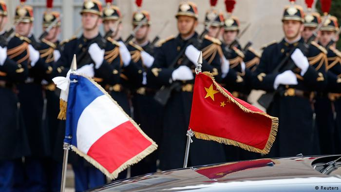 Frankreich China Präsident Xi Jinping bei Francois Hollande in Paris Flagge