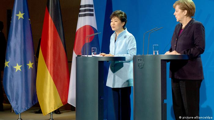 Park Geun Hye (l), and Bundeskanzlerin Angela Merkel Photo: Soeren Stache/dpa
