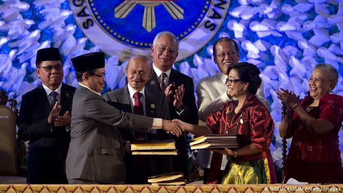 Unterzeichnung des Friedenspakts in den Philippinen 27. März