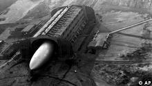 USA Deutschland Galerie Zeppelin Das Luftschiff Hindenburg Hangar in Lakehurst