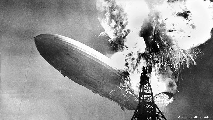 USA Deutschland Zeppelin Das Luftschiff Hindenburg explodiert in Lakehurst (picture-alliance/dpa)