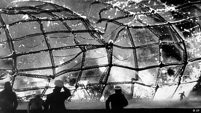 Die Explosion der Hindenburg in Lakehurst, USA (Photo: AP)
