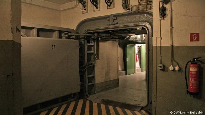 Одна из шлюзовых дверей