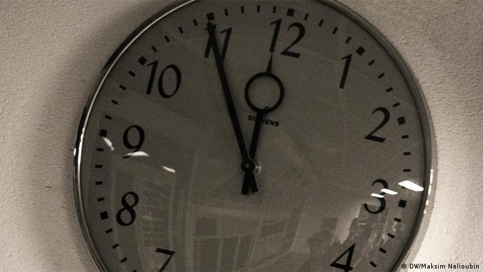 Часы на командном пункте бункера