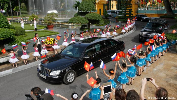Putin's Mercedes during a trip to Vietnam
