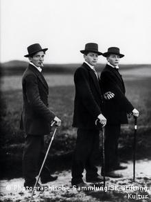 Jungbauern auf dem Weg zum Tanzen (1914) (Foto: SK-Stiftung)