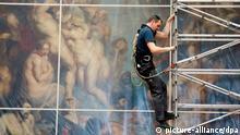 Rubens-Gemälde wird verpackt
