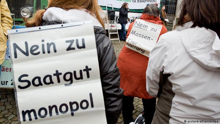 Junge Bauern demonstrieren gegen EU-Pläne zur Änderung bei der Saatgut-Zulassung