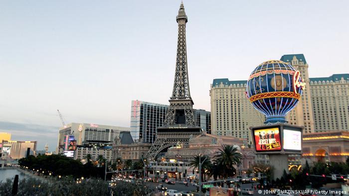 Bildergalerie Eiffelturm Nachbauten Las Vegas (JOHN GURZINSKI/AFP/Getty Images)
