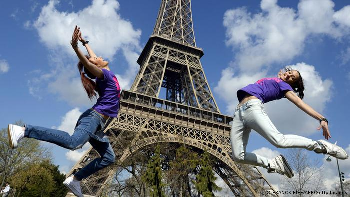 Bildergalerie Eiffelturm Touristen (FRANCK FIFE/AFP/Getty Images)