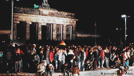 Mauerfall Berlin (picture-alliance/dpa)