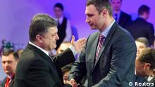 Ukrainian politicans Vitaly Klitschko (R) and Petro Poroshenko shake hands during an UDAR (Punch) party meeting in Kiev March 29, 2014. Ukraine's presidential election effectively became a two-horse race on Saturday after boxer-turned-politician Klitschko pulled out and threw his weight behind confectionary oligarch Poroshenko. REUTERS/Andriy Skakodub/Pool (UKRAINE - Tags: POLITICS ELECTIONS)