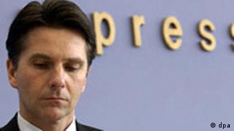 primer plano de Bela Anda, secretario de Estado, portavoz y jefe del Departamento de Prensa e Información del Gobierno Federal