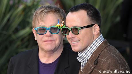 Elton John und David Furnish Archiv 2011