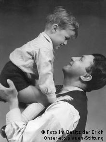 پدر و پسر: اریش ازر و پسرش کریستیان او پس از مرگ در کنار پدر دفن شد