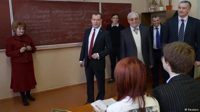 Premierminister Medwedew zu Besuch auf der Krim