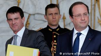 French Interior minister Manuel Valls, left, and President Francois Hollande, walk in the hall of the Elysee Palace after the weekly cabinet meeting in Paris, Wednesday, March 19, 2014 (Photo: AP Photo/Christophe Ena)