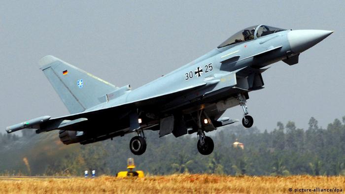 Ein Eurofighter der Bundeswehr hebt ab (Foto: dpa)