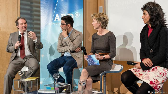 From left: Florian Weigand, head of DW's Dari/Pashtu service; Kefa Hamidi, media researcher; Sabine Rau, discussion host; Shikiba Babori, founder of the jouranlists' network, Kalima (photo: Reiner Freese).