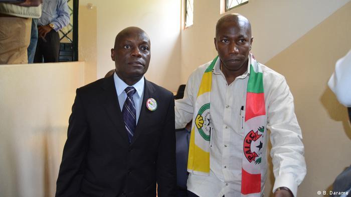 Atual Presidente da Guiné-Bissau José Mário Vaz (esq.) e Domingos Simões Pereira depois da formalização da candidatura às presidenciais de 2014.