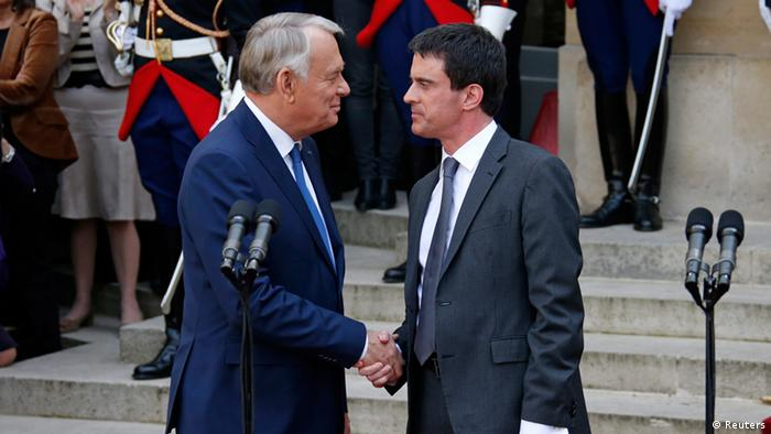 France's outgoing Prime Minister Jean-Marc Ayrault (L) shakes hands with newly-named Prime Minister Manuel Valls during the official handover ceremony at Hotel Matignon, the French prime minister's official residence, in Paris April 1, 2014. REUTERS/Benoit Tessier