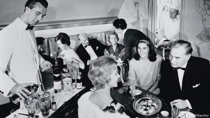 In 1958 Lufthansa introduced its 'Senator' first class service. A chef steward looked after passengers' culinary needs, Courtesy: LH-Bildarchiv